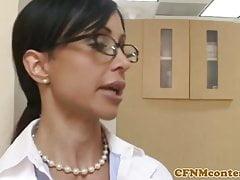 Pielęgniarki płci żeńskiej cockriding w trójkę cfnm