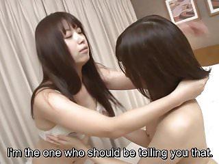 字幕日本女同性恋接吻和舔前戏HD