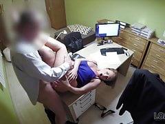 Laska może ukończyć studia dzięki swojej cipce w wypożyczonym porno