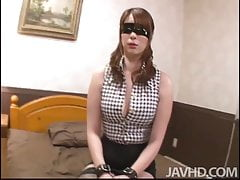 Araki Hitomi Is Roped And Blinded Waiting On The Bed