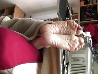 Pov Foot Fetish Slave video: Big Scrunched Soles In Your Face!