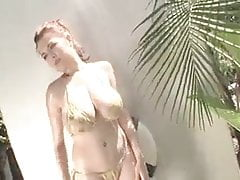 Bikini Tessa Fowler-Gold