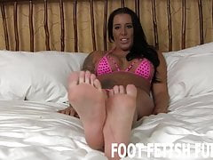 I miei piedi sexy ti renderanno duro il diamante