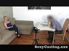Casting Blonďatý amatér nešťastný s creampie