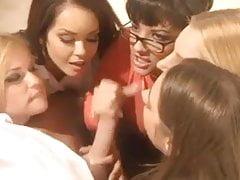 5 Mädchen blasen