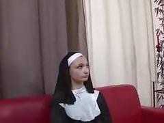 Melyne Leone bonnes soeurs perverties