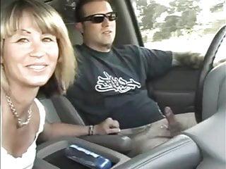 駕駛時的業餘汽車handjobs和口交