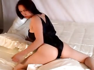 Amateur Brunettes video: Jesse humping satin in satin
