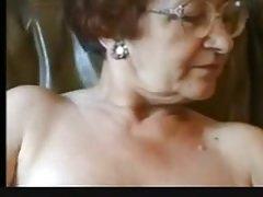 La nonna si masturba