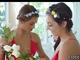 Gorgeous lesbian teens