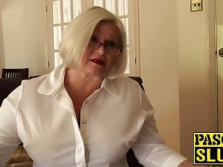 蕾絲starr讓她的奶奶屁股性交