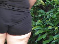 Black short jiggly walk
