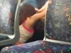 Gorące lesbijki jedzą cipkę w publicznym autobusie w Melbourne