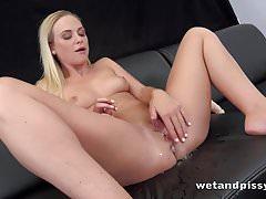 Wetandpissy - Vinna Reedová si nakoukala hotpanty