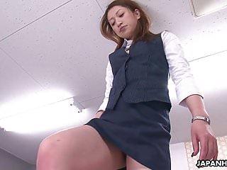 办公室女士为她的老板获得了最好的六十九