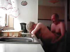 Nonna e nonno in cucina