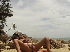 Masturbacja publicznej plaży w Tajlandii i orgazm