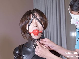 Japanese Bdsm xxx: Latex girl on single gloves and gagging