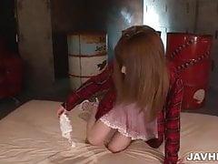 Der atemberaubende Marin Omi genießt ihre Muschi scharf