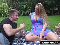 Realitykings  milf hunter  holly heart levi cash  picnic