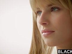 BLACKED La fidanzata bionda Jillian Janson si eccita enormemente con lei