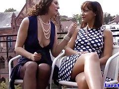 Brytyjskie mamuśki i nastolatki palą i jedzą cipkę