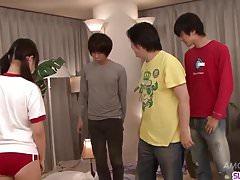 Ryo Asaka dostaje kutasa w usta i jizz na twarzy