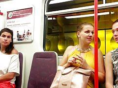 Mädchen schauen gerne -U-Bahn 1