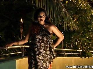 Brunette Striptease Milf vid: Nighttime Erotica In India