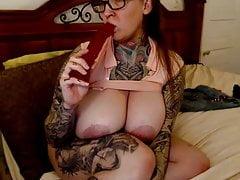 # 3 Spessa, tatuata, tettona con grandi tette