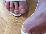 Natural sexy toes get cum