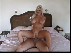Hot Busty MILF Elizabeth Starr