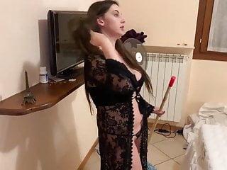 Brazilian Brunette Wife vid: Mama de roupa transparente na frente do filho
