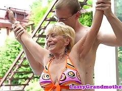 Fatma nonna pussyfucked in azione del primo piano