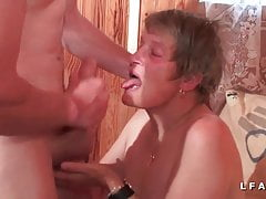 GrandMere sodomisee finge e facialized per il suo casting