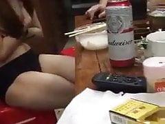 topless en la mesa