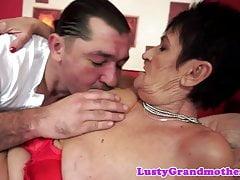 Bigass nonna oralmente piacevole e scopata