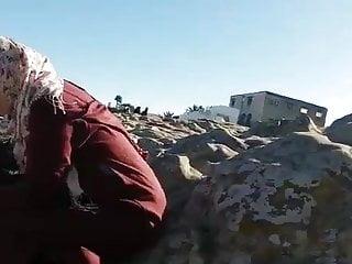Voyeur Handjob Mom video: Hijab Arab mom avec cul