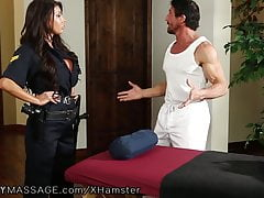 FantasyMassage Officer August Taylor taucht bei Tommy Gunns auf