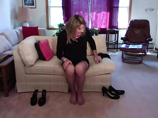 Amateur Shemale Lingerie Shemale Hd Videos video: Changing shoes and stockings