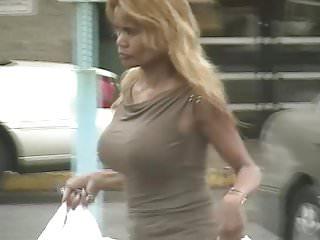 Blondes Tits Voyeur video: candids - Blonde MILF with big tits & hot body