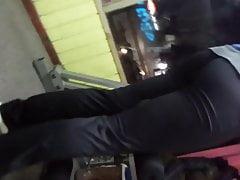 černé kalhoty jógy