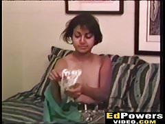 Der böse Ed bohrt die freche Babe Nadia Nice in ihre haarige Muschi