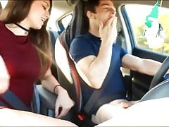 Blow job i masturbacja w samochodzie