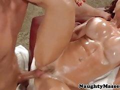 Busty rudowłosy amator masażu pussyfucked