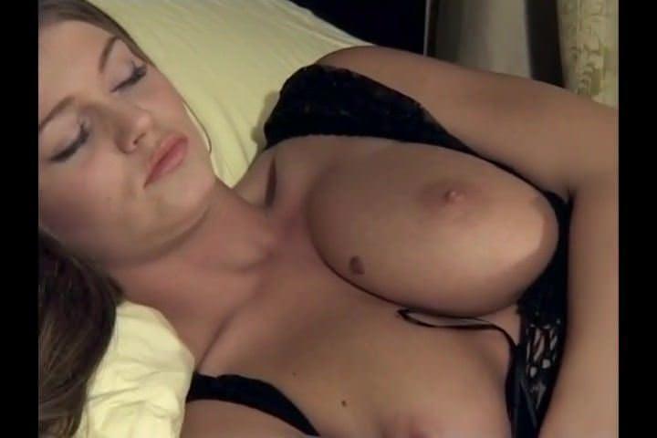 Смотреть порно онлайн мега член трансов фейк