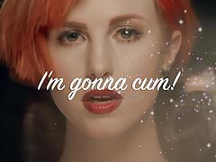 Sii solo con Hayley Williams