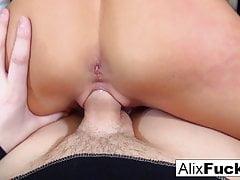 Alix fait bon usage d'une grosse bite