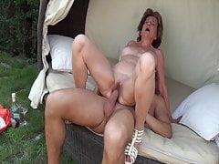 Babcia ssie mojego penisa