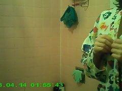 AL. Skrytá kamera v koupelně